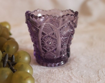 """Imperial Glass Hobstar 2.5"""" Toothpick Holder - Amethyst Purple in Excellent Condition"""