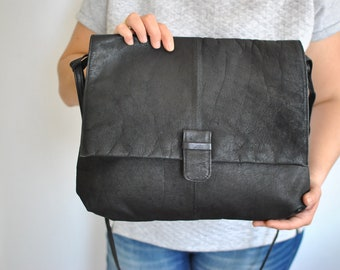 Vintage MESSENGER LEATHER BAG , women's leather bag...............(542)