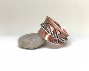 Copper spinner ring, meditation ring, with 2 sterling silver wire spinning bands, hand stamped with leaves an vine stem, size 10.5