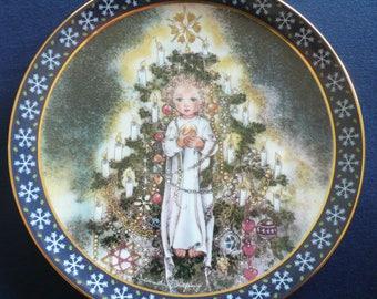 THE CHRISTMAS CHILD by Sulamith Wülfing - Vintage Bradford Plate (circa 1986)
