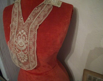 1 -1920s antique fine lace collar of embroidery on net
