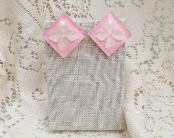 Vintage Lucite Pink & White Flower Earrings