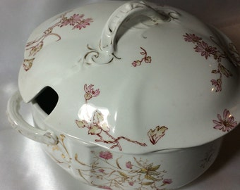 Large Tureen with Cover and Ladle Slot; waterloo potteries, soup tureen, tureen, ladle slot, casserole, cover