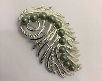 Sarah Coventry Feather Fantasy Brooch Lot 737