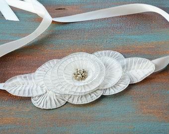 White Flower Sash Belt, Flower girl Sash Belt, Wedding Dress Belt, Flower Belt Sash, Bridal Belt, Wedding Sash Belt, Ivory sash, flower Belt
