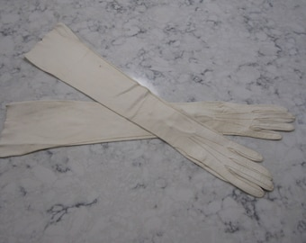 "Vintage NEW Unused 1940's 1950's Ivory Kid Leather Gloves with Pearl Buttons-- 22""--size 6 to 7--Glove Auction #4089-1017"
