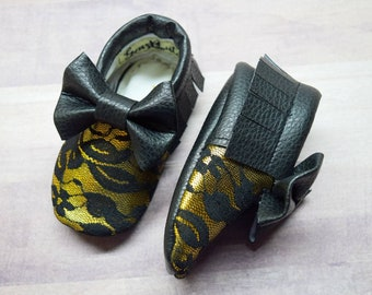 Black and Gold Moccs, lace Moccs, baby Moccs, baby moccasins, Baby shoes, Gold Moccs, Moccs, moccasins.