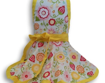 Girls apron, Kids apron,  child's apron, personalized apron, custom apron, childrens apron,
