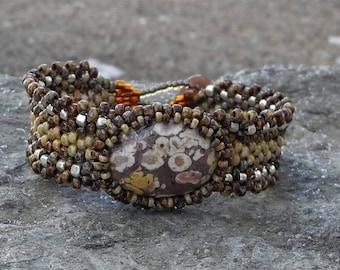 Tissage Peyote sous forme libre perles Bracelet - tissage - lac supérieur Thomsonite Cabochon - BOHO galvanisé argent