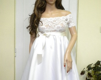 Unique - Beautiful white dress with crinoline, upper elastic white lace