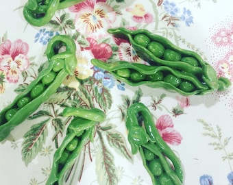 Double Pea Pod with peas