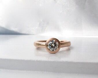 Anneau de printemps de soirée, lunette rose profil bas or 14 carats serti diamant solitaire fiançailles