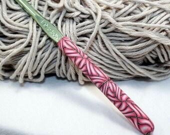 Polymer clay covered crochet hook,  Boye I-9 or 5.50mm, ergonomic hook, decorative crochet hook, handmade design, ready to ship