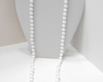 """Vintage 30"""" White Plastic Beaded Necklace (7682) 10mm"""