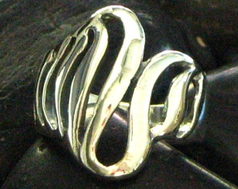 Solid Swirl Wave Design Ring in Sterling Silver .925