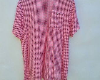 Hounds tooth red and white shirt