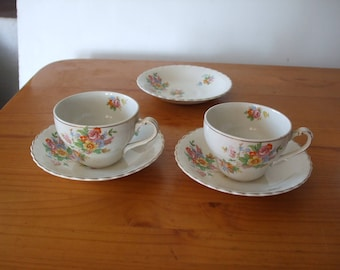 J and G Meakin vintage floral cups and saucers x 2