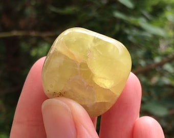 PREHNITE TUMBLED STONE - Natural Crystal - Healing Crystal - Meditation Stone - Collecting Stone - From Australia - 29g