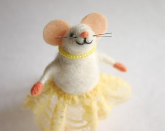 Felted mouse girl, Gift for girl, Needle felted baby girl figurine, Cute mouse figurine, Miniature mouse, Collectible animal, Felted wool