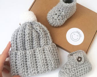 Crochet baby gift set, New baby gift, Newborn hat and shoe set, Baby shower gift, New baby photo prop, Crochet hat, Crochet baby booties