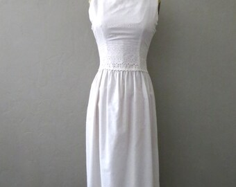 White Cotton Eyelet Sleeveless Dress // Small White 60s Dress // 1960s Dress // 28 Waist