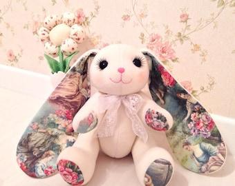 Die handgefertigten Hasen (Kaninchen)-Spielzeug mit Provence-Bild auf die Ohren. Baumwolle und polar mit Hollowfiber im Inneren.