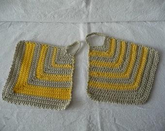 Potholders made crochet cotton Mercerized, sand and yellow