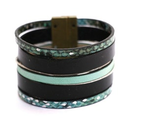 """Cuff Bracelet with clasp magnetic """"Erzaa"""" black leather and turquoise snake skin effect."""