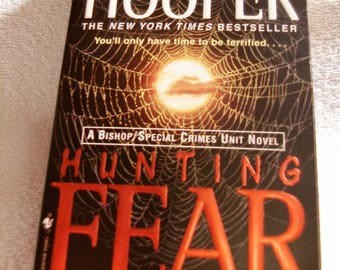 HUNTING FEAR by Kay Hooper @2004