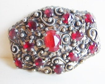 Vintage medieval style antiqued gold ornate crest brooch with dark red rhinestones (H1)