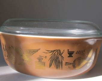 Pyrex Early American 1 1/2 Quart Covered Casserole With Lid, Near Mint