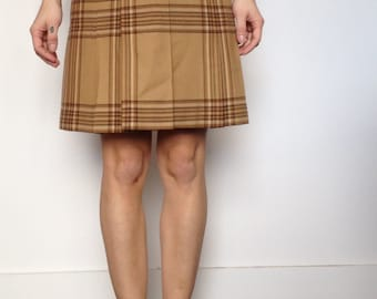 SKIRT HAS PLEATS