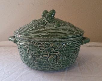bordallo pinheiro green tureen/tureen/bordallo pinheiro/vintage tureen/bordallo pinheiro oak leaf pattern tureen/oak leaf green