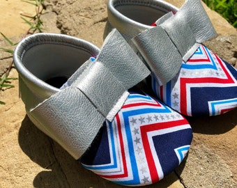 4th of July Silver Zig Zag Bow- Baby Shoes Moccasins - Handmade Moccs // Baby Moccs // TEXAS MOCCS // Baby Moccasins //
