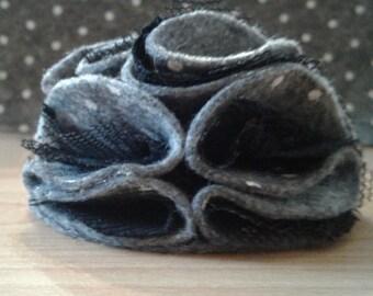 Bind elegant flower of lightweight felt and lace