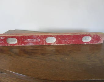 vintage red level, old wood level,  industrial decor, vintage woodshop, old red level, vintage tool, man cave,rustic decor,vintage carpenter