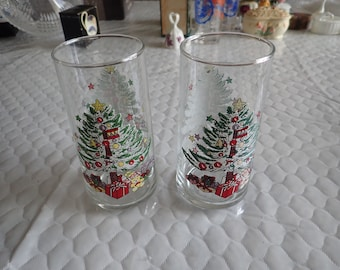 2 (Two) 12 Oz Glassware Tumblers 2 Sided Christmas Tree Design Presents Bear