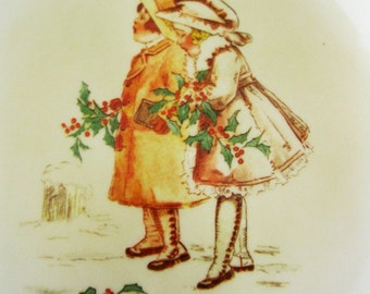Vintage Corning Designs Christmas Display Plate Showing Vintage Postcard Image of 2 Young Girls, Holly