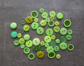 50 buttons round color shade Green