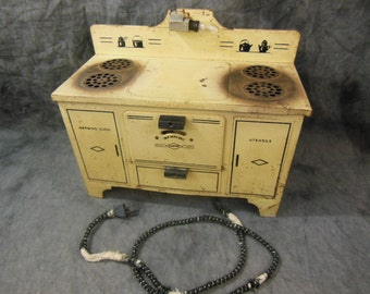 Toy Empire Stove With 4 Burners and Oven - Vintage