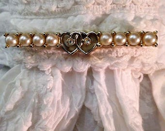 Vintage pearl bar brooch/stock pin with two hearts with rhinestone accent. FREE shipping in the USA!