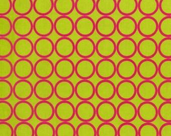 Cercles roses sur vert Lime de métro vie Collection de Robert Kaufman