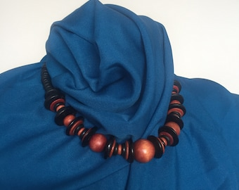 Vintage 1950s & Tiki style black and brown wooden beaded necklace.