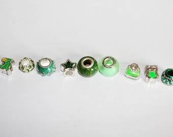 Set of 9 assorted beads - Green