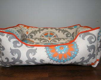 Handcrafted dog or cat bed. Custom made for your best friend. Style: Mandarin Dossett Rosa