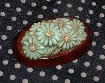 Vintage Molded Plastic Green Daisies Brooch - Mod Style with a Classic Elegance- Pretty Vintage Novelty PIn