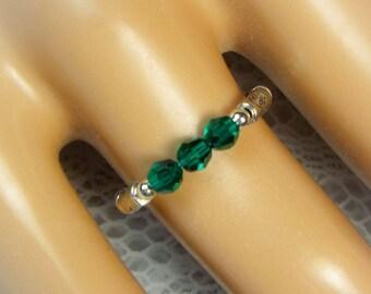 """Cynthia Lynn """"CELEBRATE"""" Swarovski Emerald Green Crystal May Birthstone Stretch Ring"""