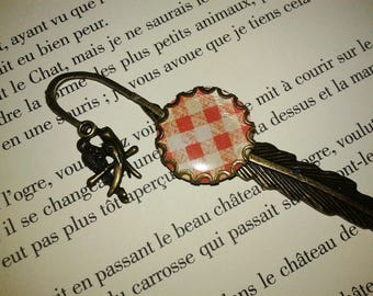 Feather - fantasy - 'red and beige tablecloth' cabochon bookmark