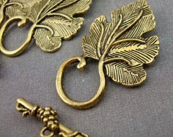A7 - 5 Antique Gold Leaf Toggle Clasps Kitsch Vintage