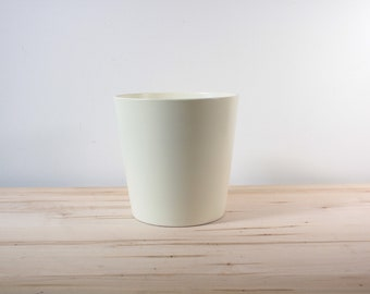 White glazed 8 inch planter